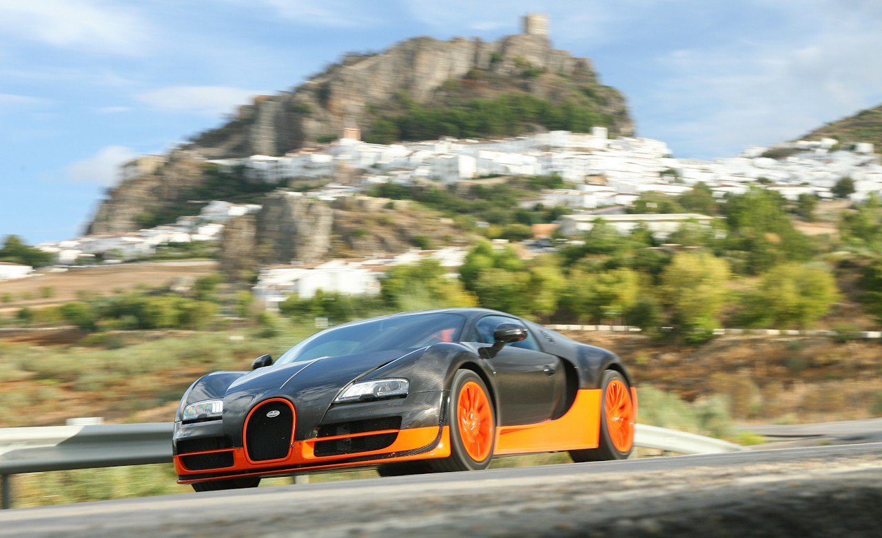 2011 bugatti veyron 16 4 super sport first drive. Black Bedroom Furniture Sets. Home Design Ideas