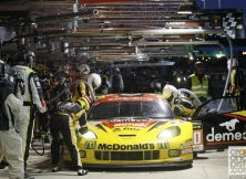 2013-24-hours-of-le-mans-halfway-001