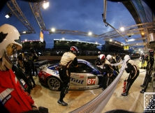 2013-24-hours-of-le-mans-halfway-003