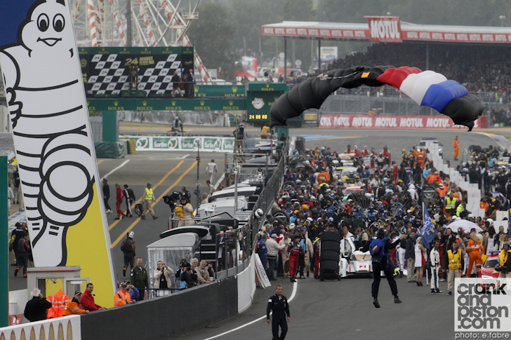 2013-24-hours-of-le-mans-start-011