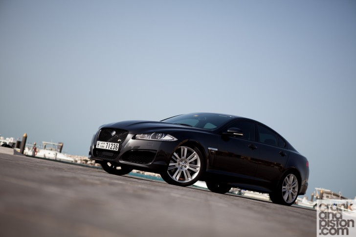 Jaguar-XFR-Dubai-UAE-Wallpaper-002