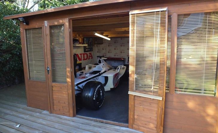 2001-British-American-Racing-BAR-003-F1-Formula-1-garden-shed-Kevin-Thomas-02