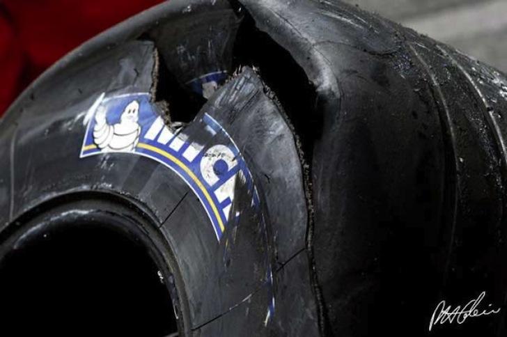 2005-United-States-Grand-Prix-Formula-1-F1-Michael-Schumacher-Rubens-Barrichello-Ferrari-Timo-Glock-Jordan-Indianapolis
