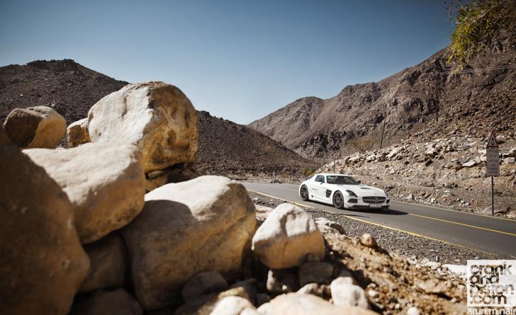 Mercedes-Benz-SLS-AMG-Black-Porsche-911-GT3-19