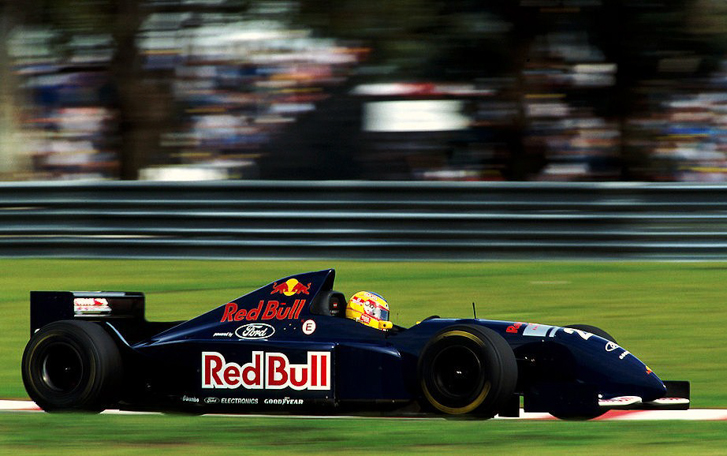 Ten-Unexpectedly-Cool-Formula-1-Liveries-14