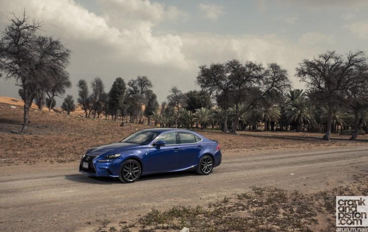Cadillac-ATS-vs-Lexus-IS350-F-Sport-Wallpapers-03