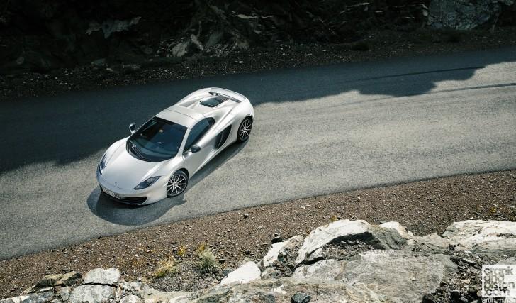 Porsche-911-Turbo-S-McLaren-12C-Spider-Wallpaper-02