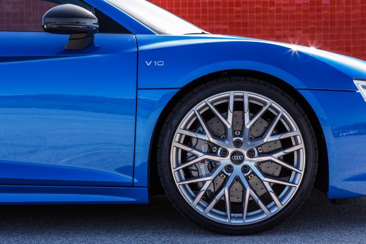 Audi R8 V10 Plus-01