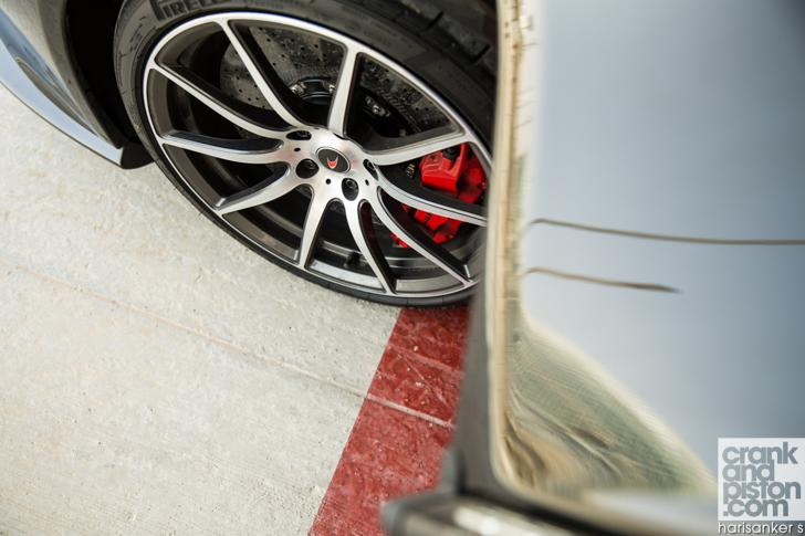Bentley GT3-R vs McLaren 650S Spider-24