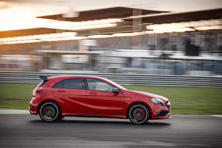 Fahrveranstaltung Mercedes-Benz die neue A Klasse / Dresden 2015 Mercedes-AMG A45 4MATIC; jupiterrot; Leder perforiert schwarz RED CUT / Rennstrecke