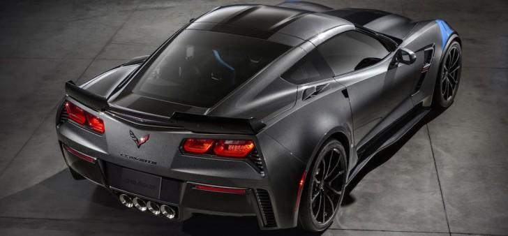 2017-Chevrolet-Corvette-GrandSport-002