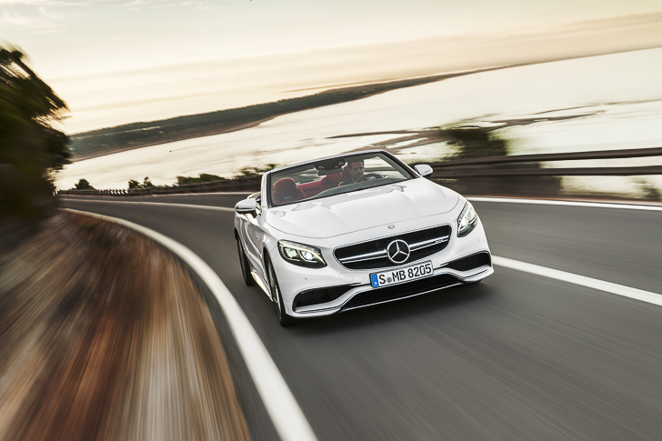 Mercedes-AMG S 63 4MATIC Cabriolet; Exterieur: designo diamantweiß bright, Interieur: bengalrot/schwarz; Kraftstoffverbrauch kombiniert (l/100 km): 10,4, CO2-Emissionen kombiniert (g/km): 244; exterior: designo diamond white bright, interior: bengal red/black Fuel consumption, combined (l/100 km): 10.4, CO2 emissions, combined (g/km): 244
