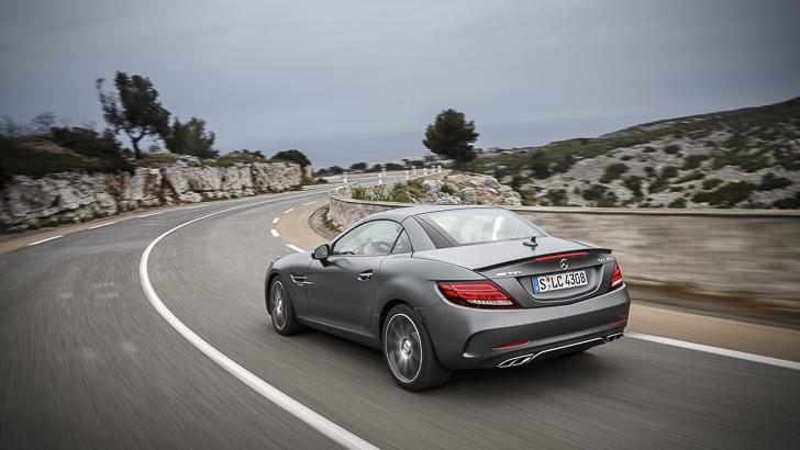 Mercedes-AMG SLC 43/ designo cerrusite grey magno / Exclusive nappa / DINAMICA microfibre black. Mercedes-AMG SLC 43 / designo cerrusitgrau magno / Exclusiv Nappa / Microfaser DINAMICA schwarz. Mercedes-AMG SLC 43 Kraftstoffverbrauch kombiniert: 7,8 (l/100 km), CO2-Emissionen kombiniert: 178 (g/km) Fuel consumption, combined: 7.8 (l/100 km), CO2 emissions, combined: 178 (g/km)