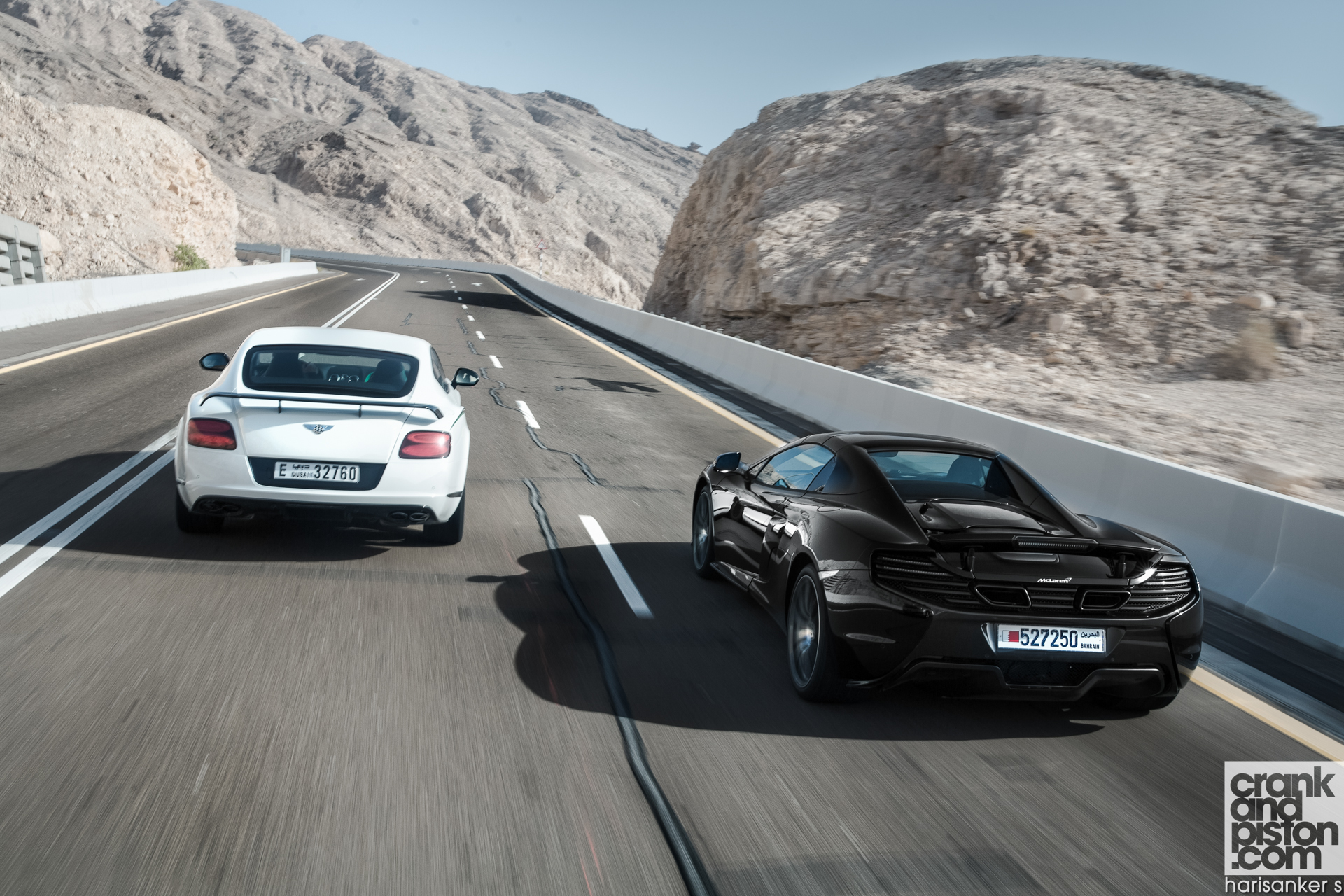 Bentley-Continental-GT3-R-vs-McLaren-650S-Spider-Wallpapers-7