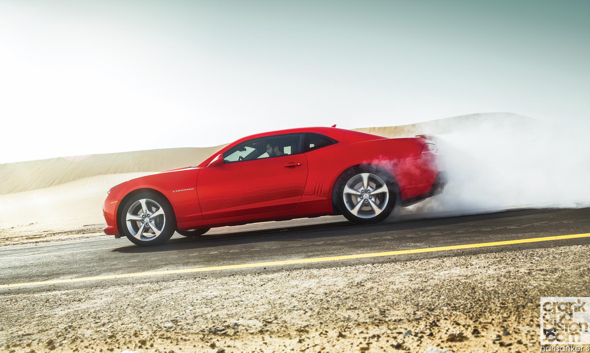 Ford-Mustang-v-Dodge-Challenger-R-T-v-Chevrolet-Camaro-SS-Wallpapers-11