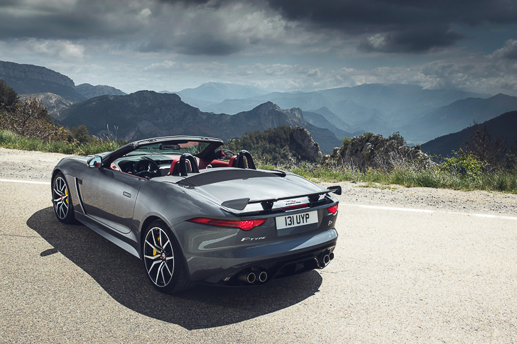 Jaguar F-TYPE SVR-7