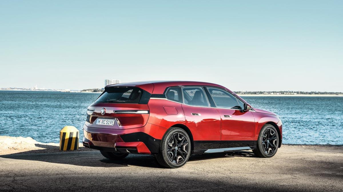 2021-BMW-iX-11