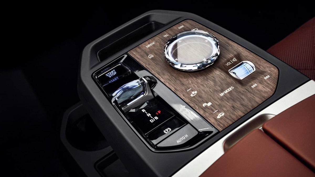 2021-BMW-iX-13
