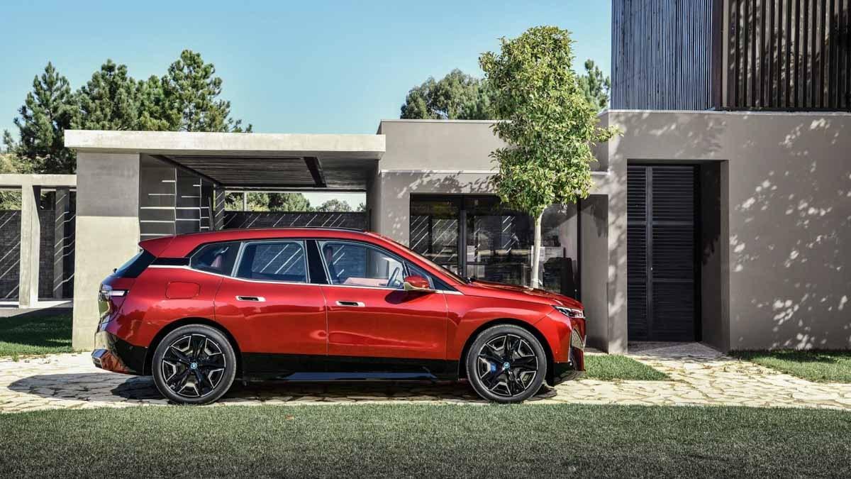 2021-BMW-iX-15