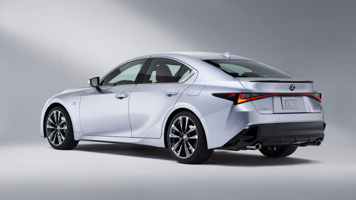 2021-Lexus-IS-saloon-2