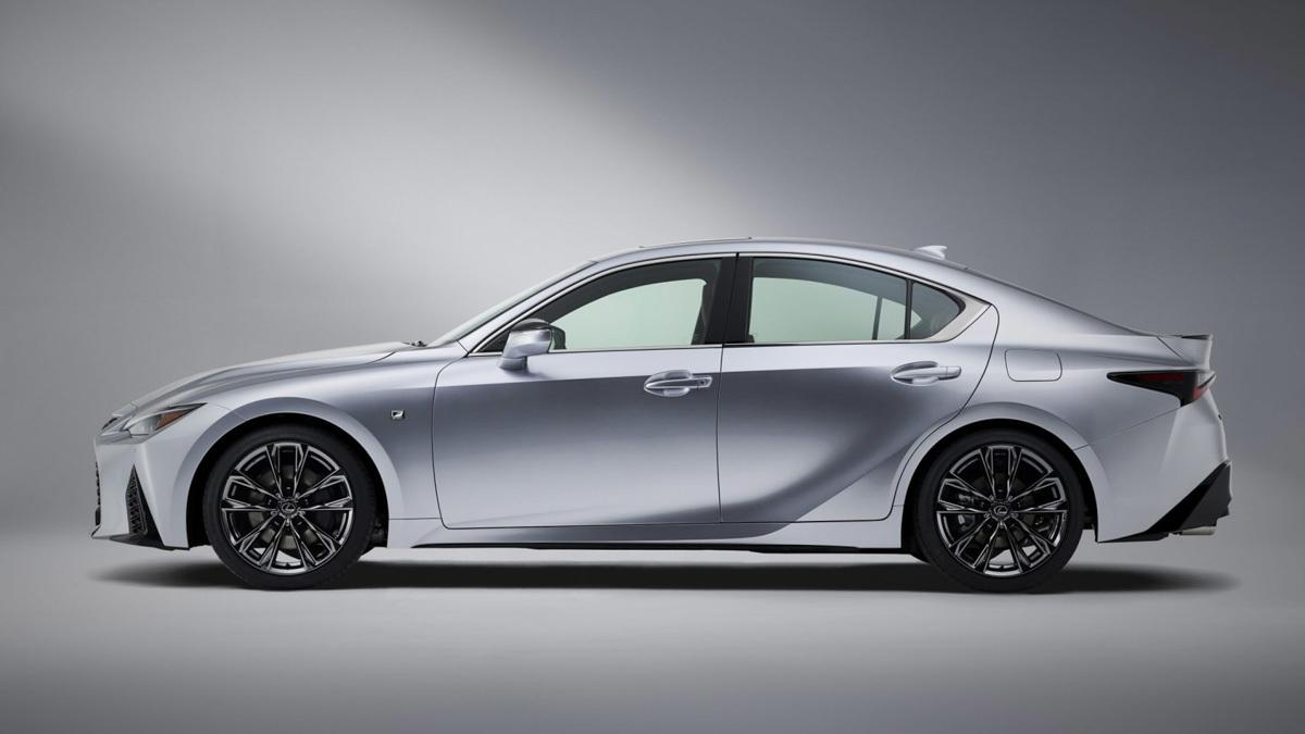 2021-Lexus-IS-saloon-8