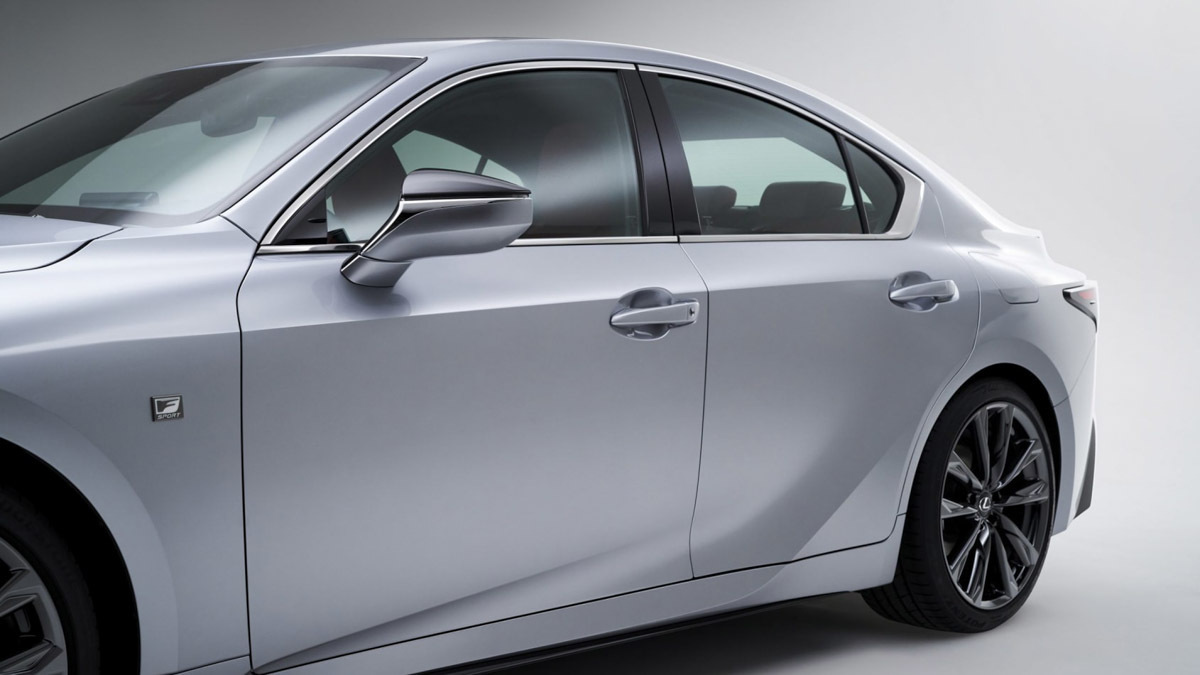 2021-Lexus-IS-saloon-3