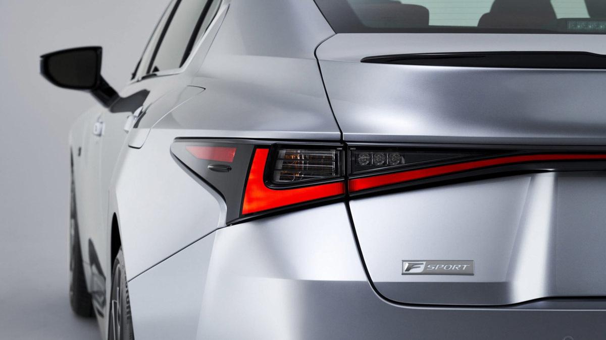 2021-Lexus-IS-saloon-4