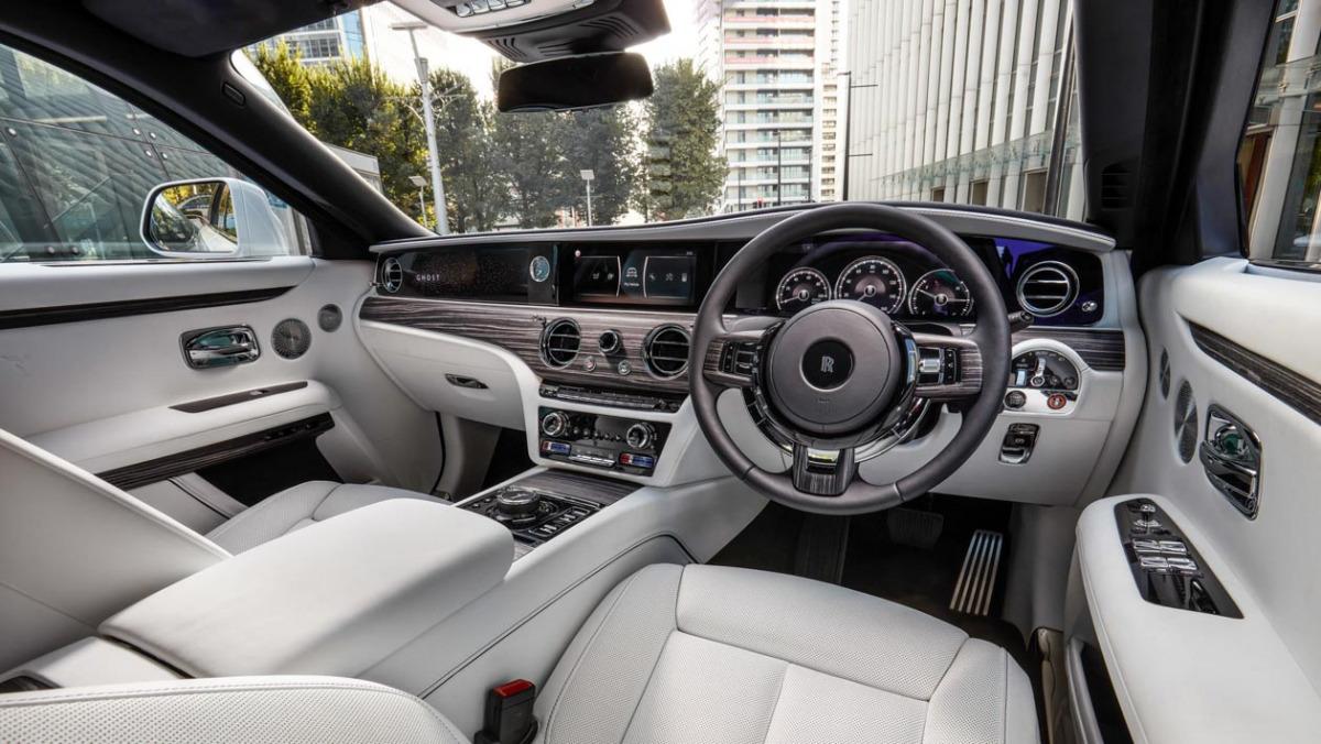 2021-Rolls-Royce-Ghost-3