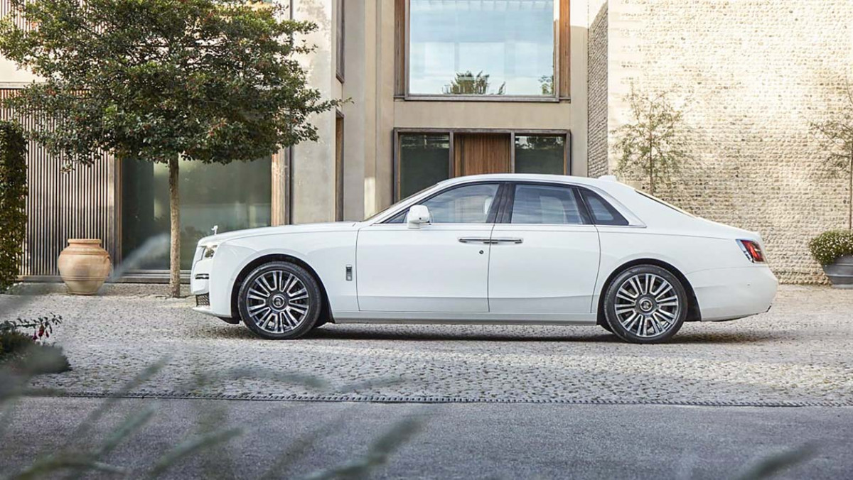2021-Rolls-Royce-Ghost-4