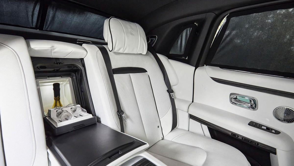 2021-Rolls-Royce-Ghost-5