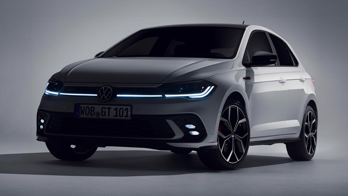 2021-Volkswagen-Polo-GTI-4