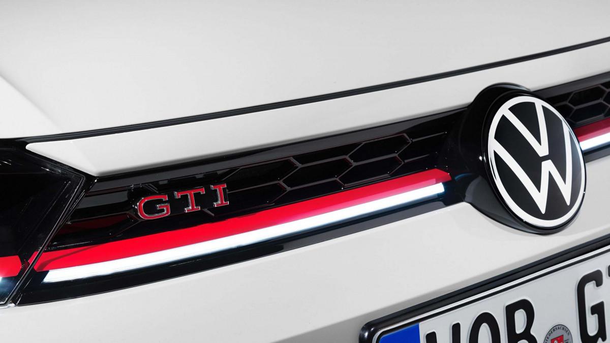 2021-Volkswagen-Polo-GTI-6