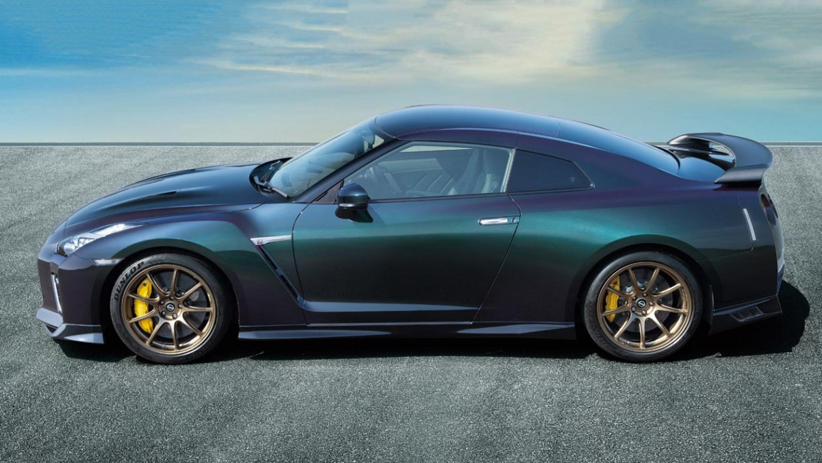 Nissan-GT-R-2