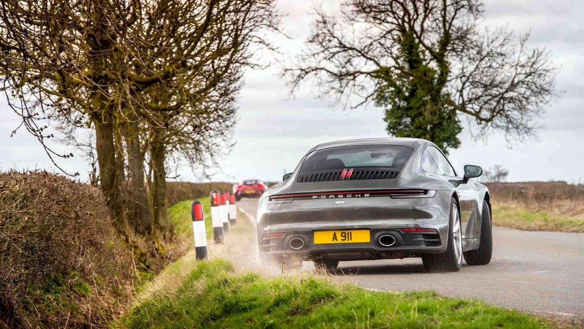 911-Carrera-vs-Evora-GT410-5