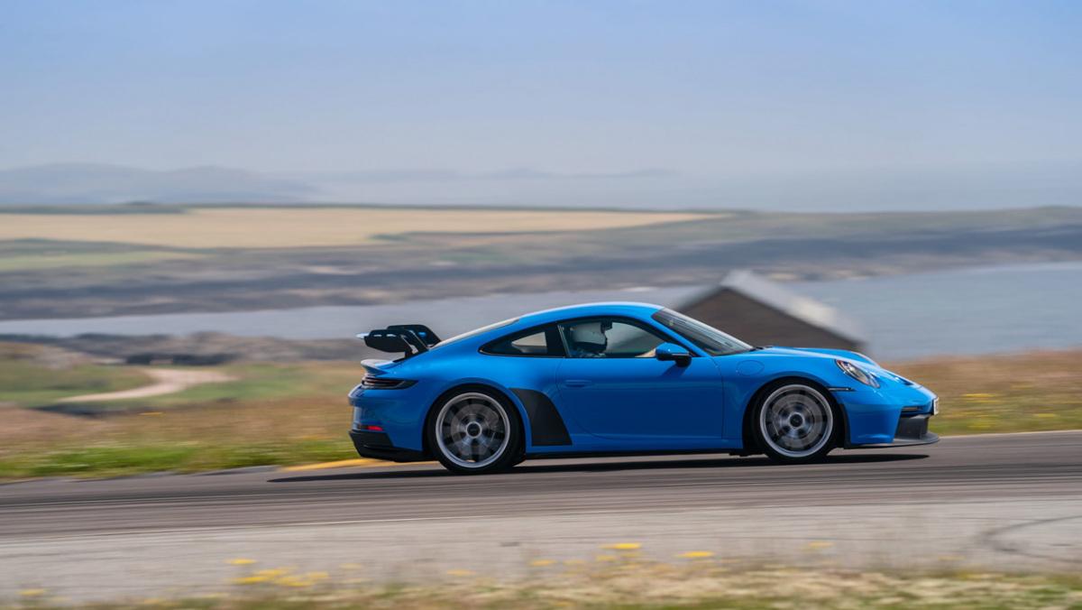 992-Porsche-911-GT3-manual-4