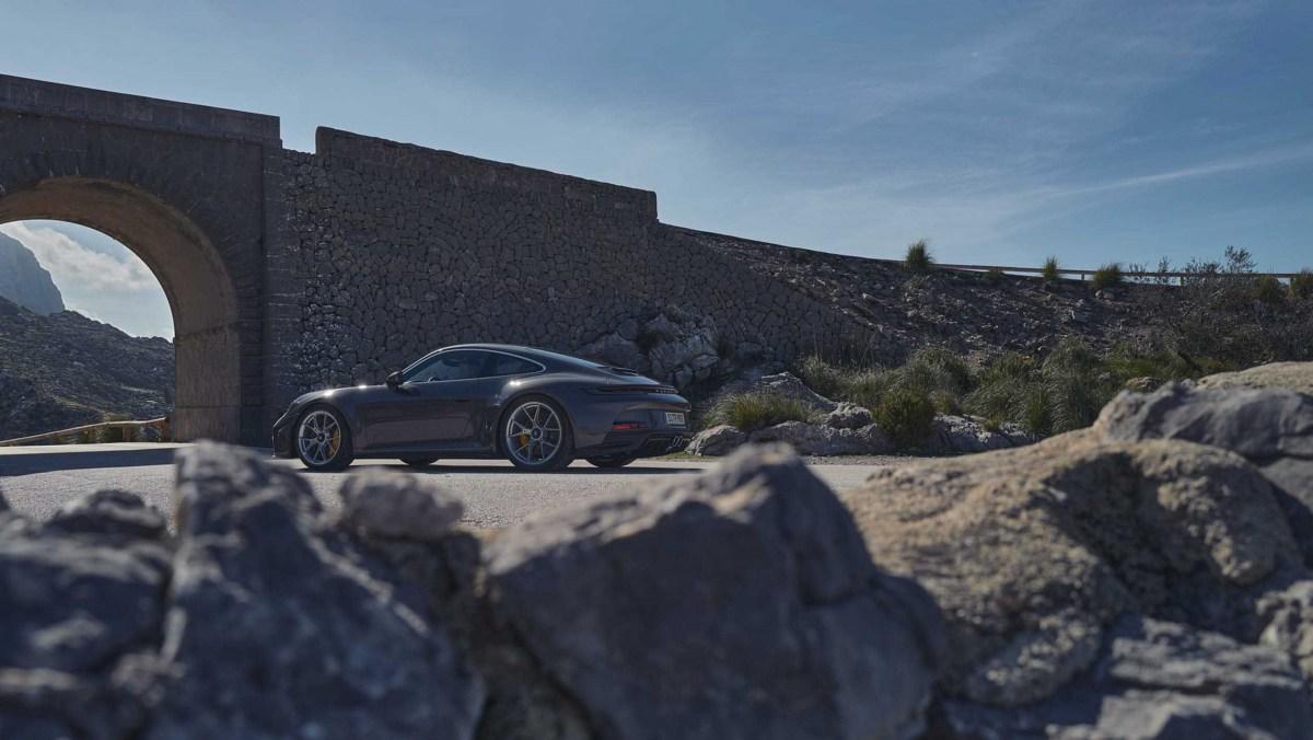 992-Porsche-911-GT3-Touring-02