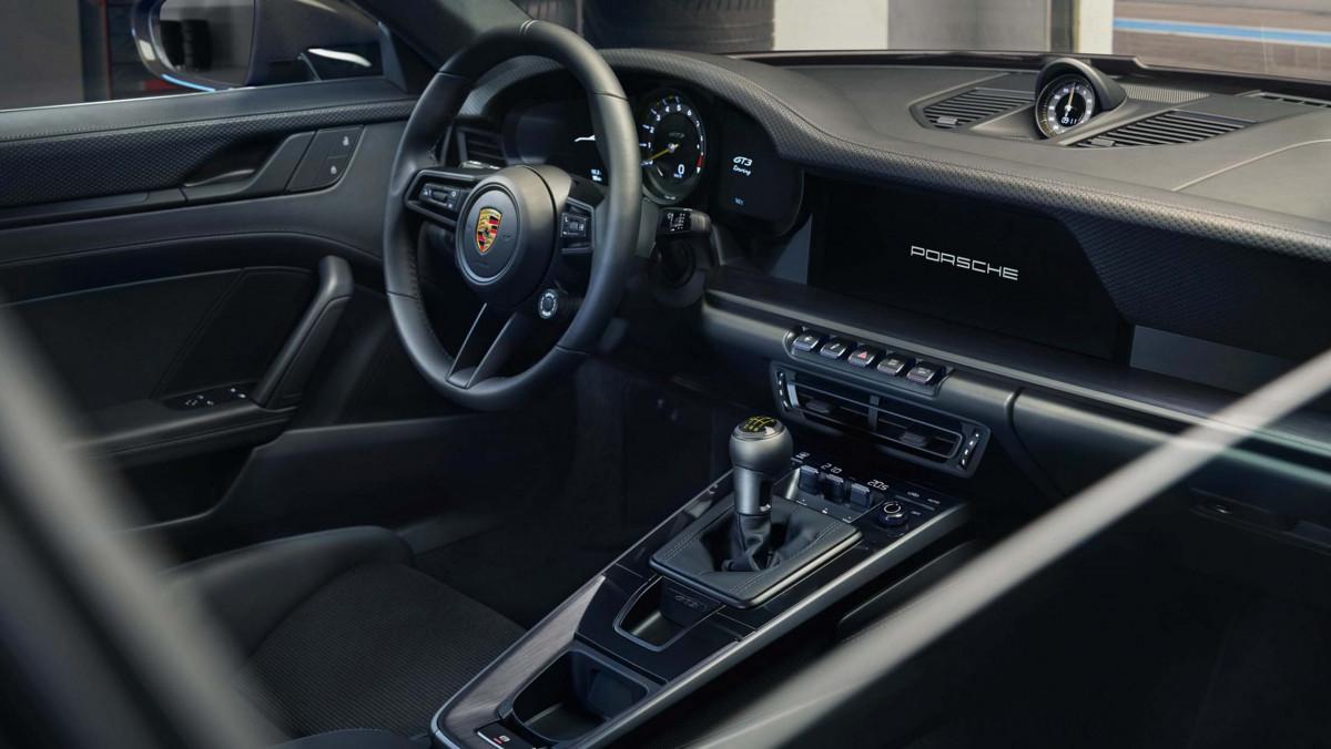 992-Porsche-911-GT3-Touring-03