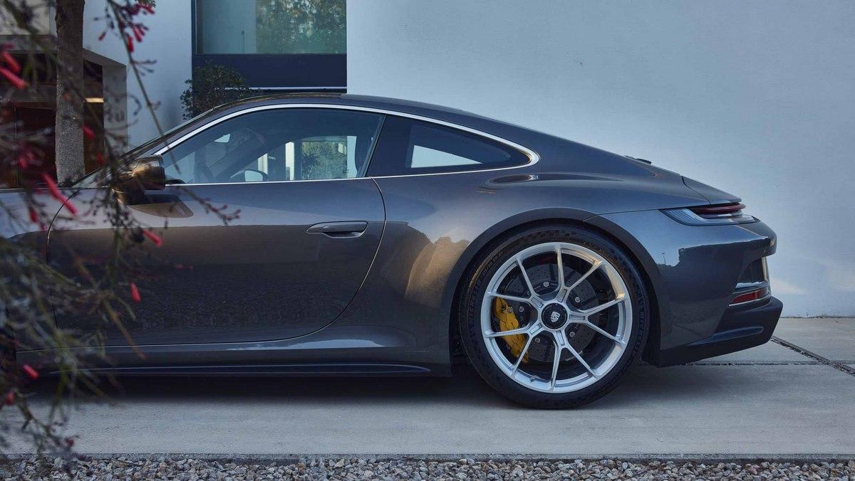 992-Porsche-911-GT3-Touring-16