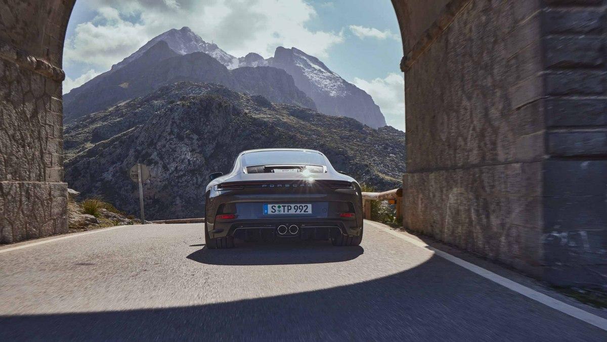 992-Porsche-911-GT3-Touring-2