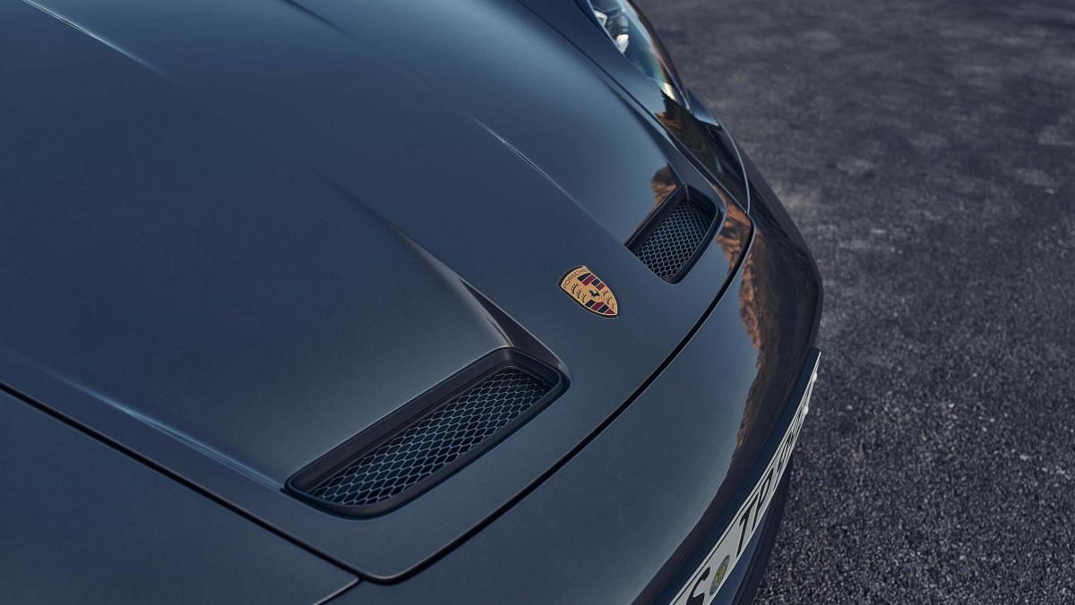 992-Porsche-911-GT3-Touring-5
