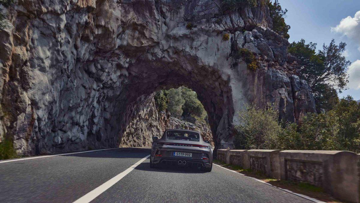 992-Porsche-911-GT3-Touring-7