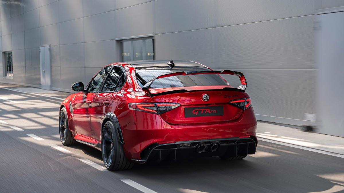 Alfa-Romeo-Giulia-GTA-and-GTAm-5
