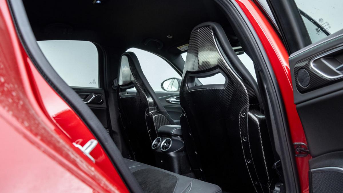 Alfa-Romeo-Giulia-Quadrifoglio-10