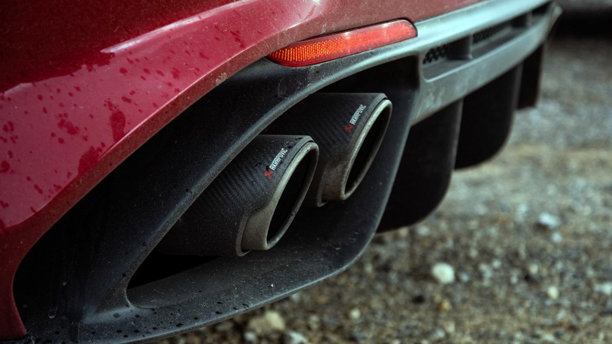 Alfa-Romeo-Giulia-Quadrifoglio-14