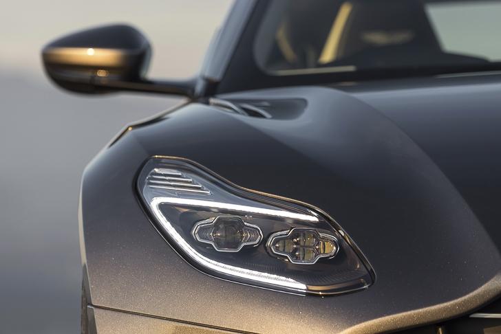 Aston Martin DB11 19