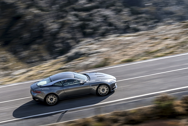 Aston Martin DB11 09