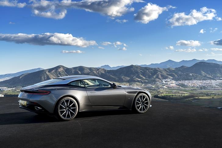 Aston Martin DB11 16