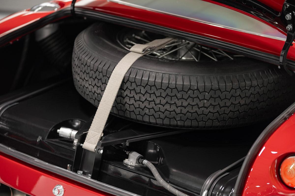 Aston-Martin-DB4-GT-Zagato-Continuation-20