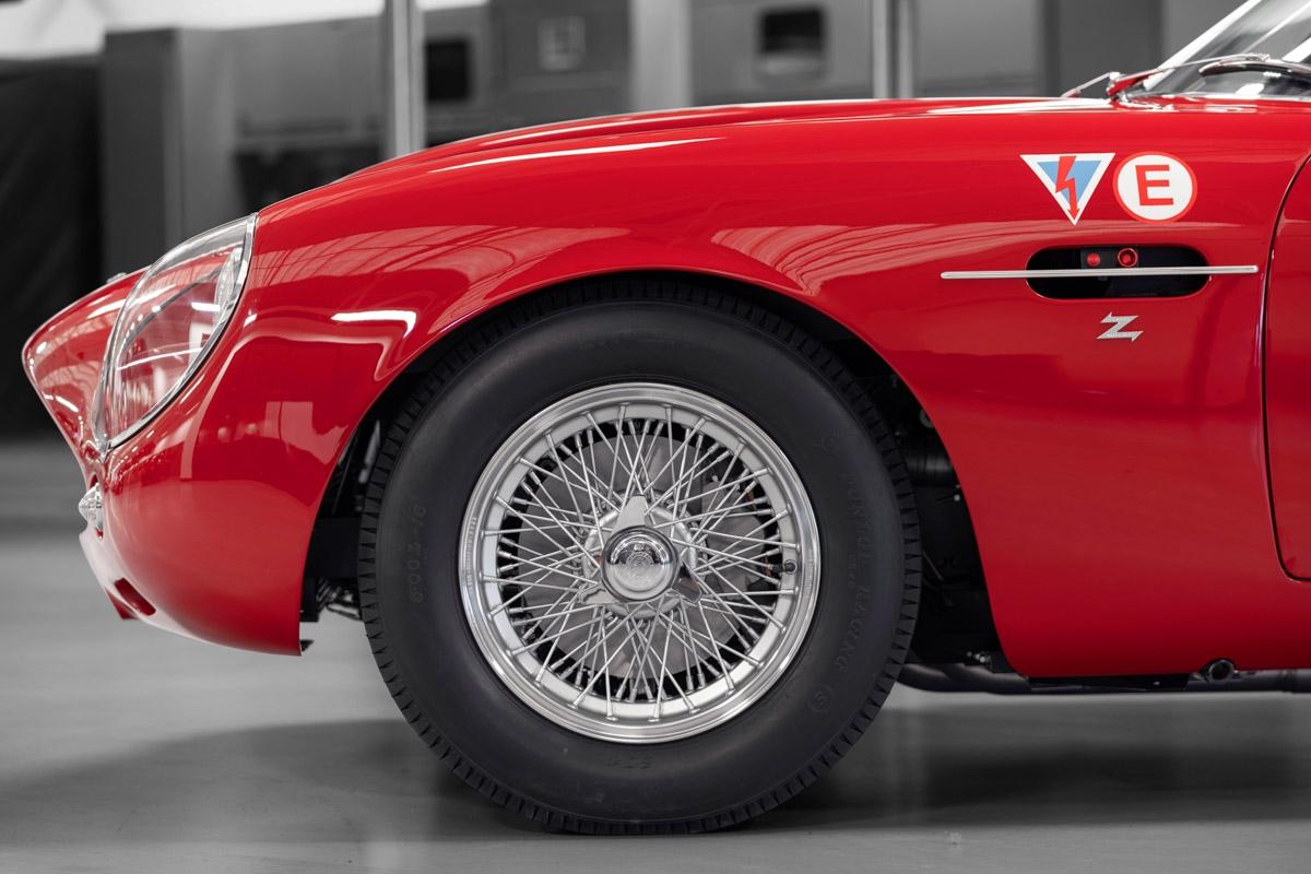 Aston-Martin-DB4-GT-Zagato-Continuation-4