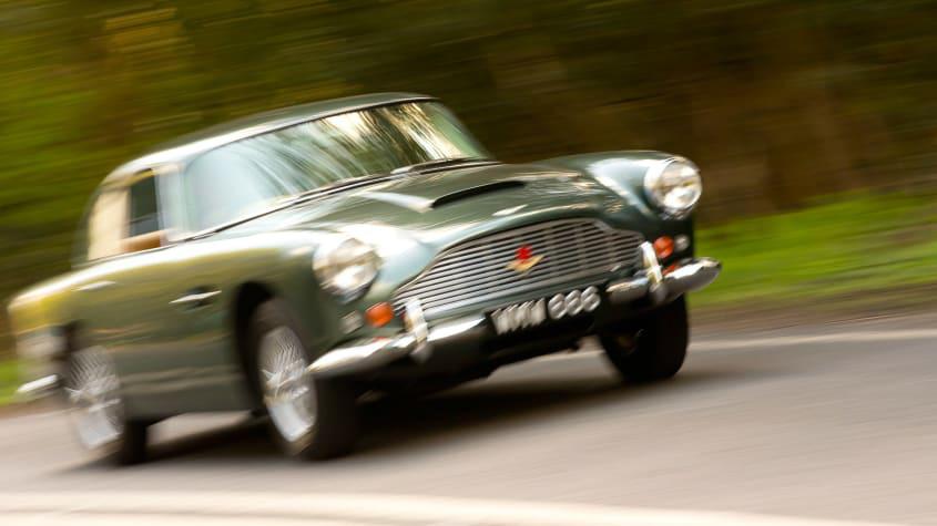 Aston-Martin-DB4-1